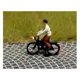 168032 - Cycliste (femme) en jupe et blouse